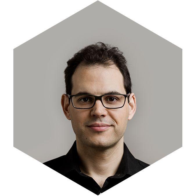 Más información sobre el instructor Adán Martín